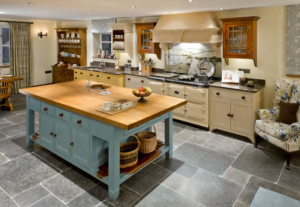 Wychwood solid oak french style kitchen for How to style a kitchen